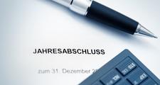 Jahresabschluss_und_Steuererklaerung_Fotolia_12253722_XS.jpg